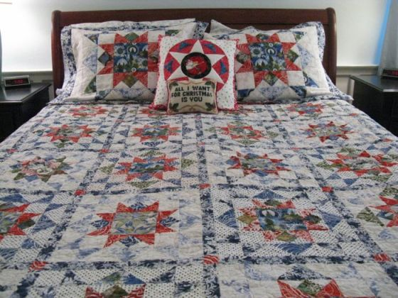 Christmas Quilts on Bed1