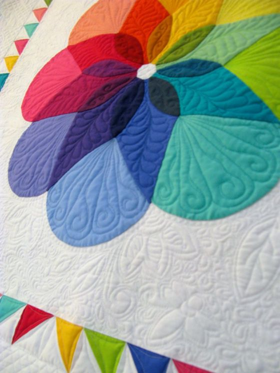 Colorwheel Blossom_quilting detail