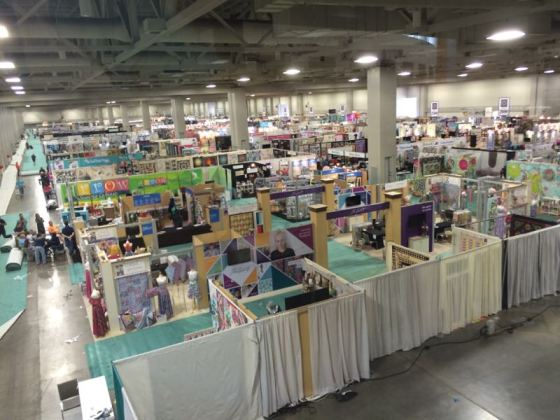 QMarket_exhibitor floor